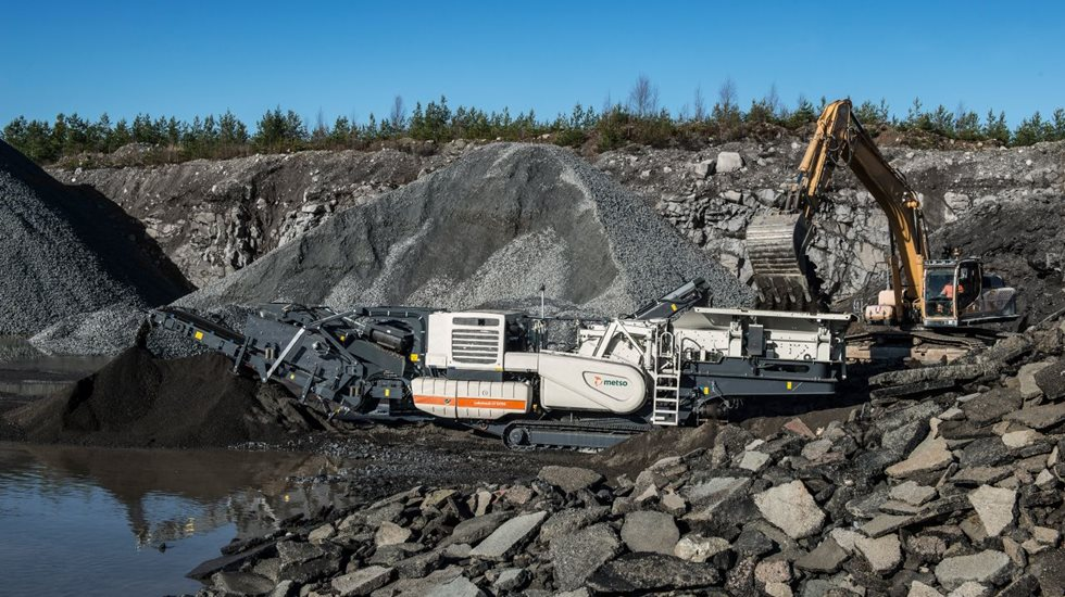 Lokotrack LT1213S mobile crushing and screening plant